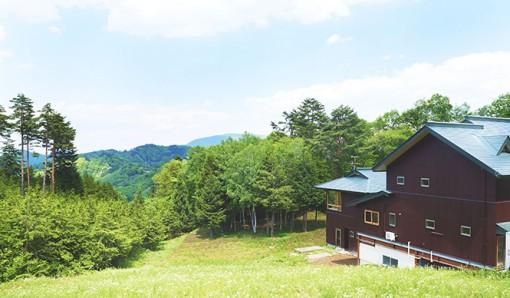 カミツレに囲まれたビオホテル「八寿恵荘」がリニューアルオープン