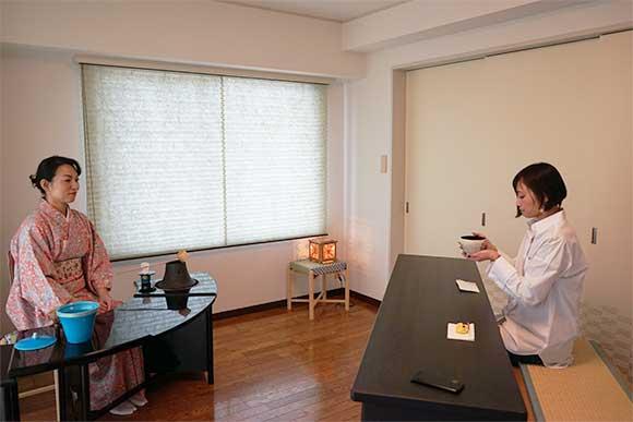 現代の疲れた心、体を癒す 東京の気軽な茶道サロン