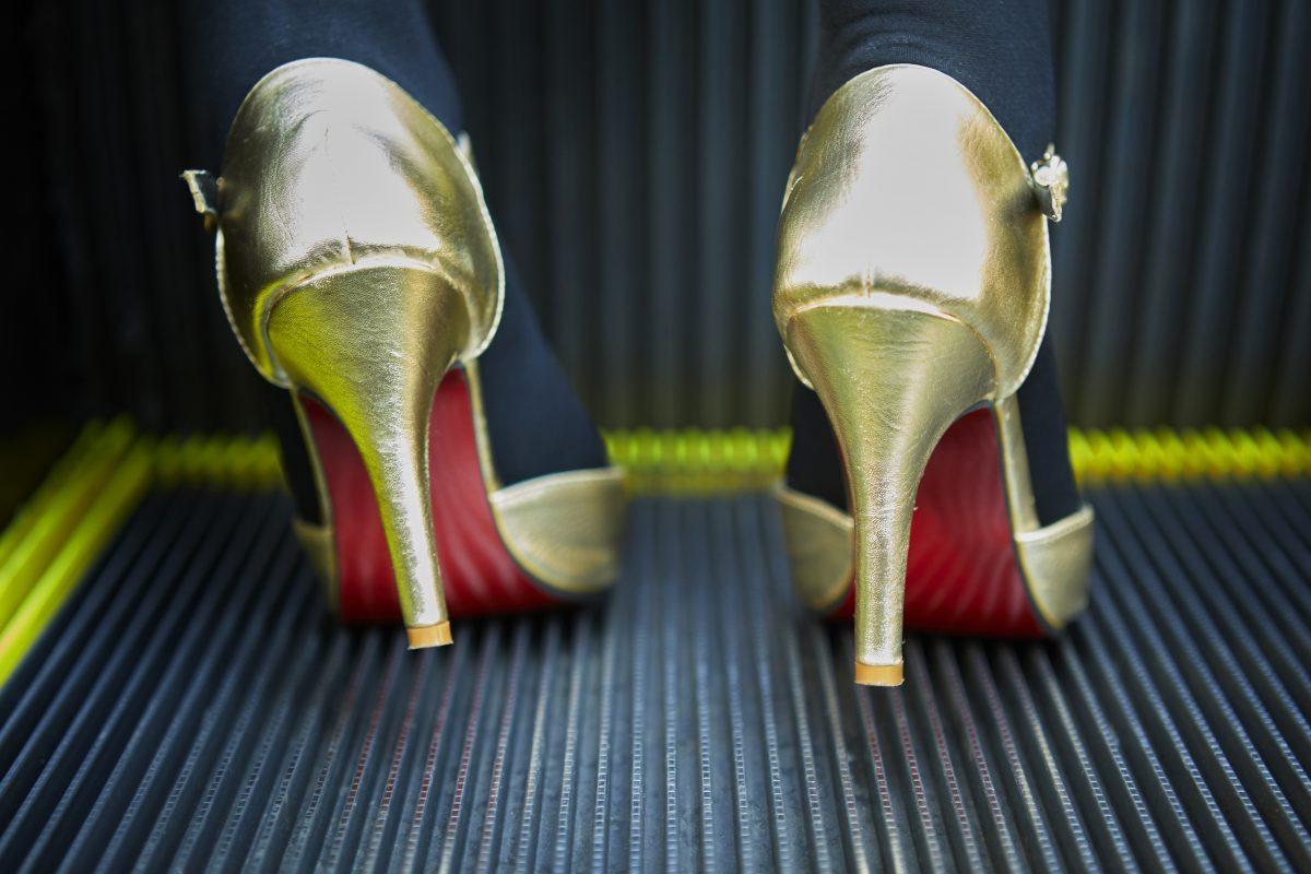 """たとえ根元から折れても……  ハイヒールで戦う女たちへ  東京""""穴""""事情 High heels Crisis"""