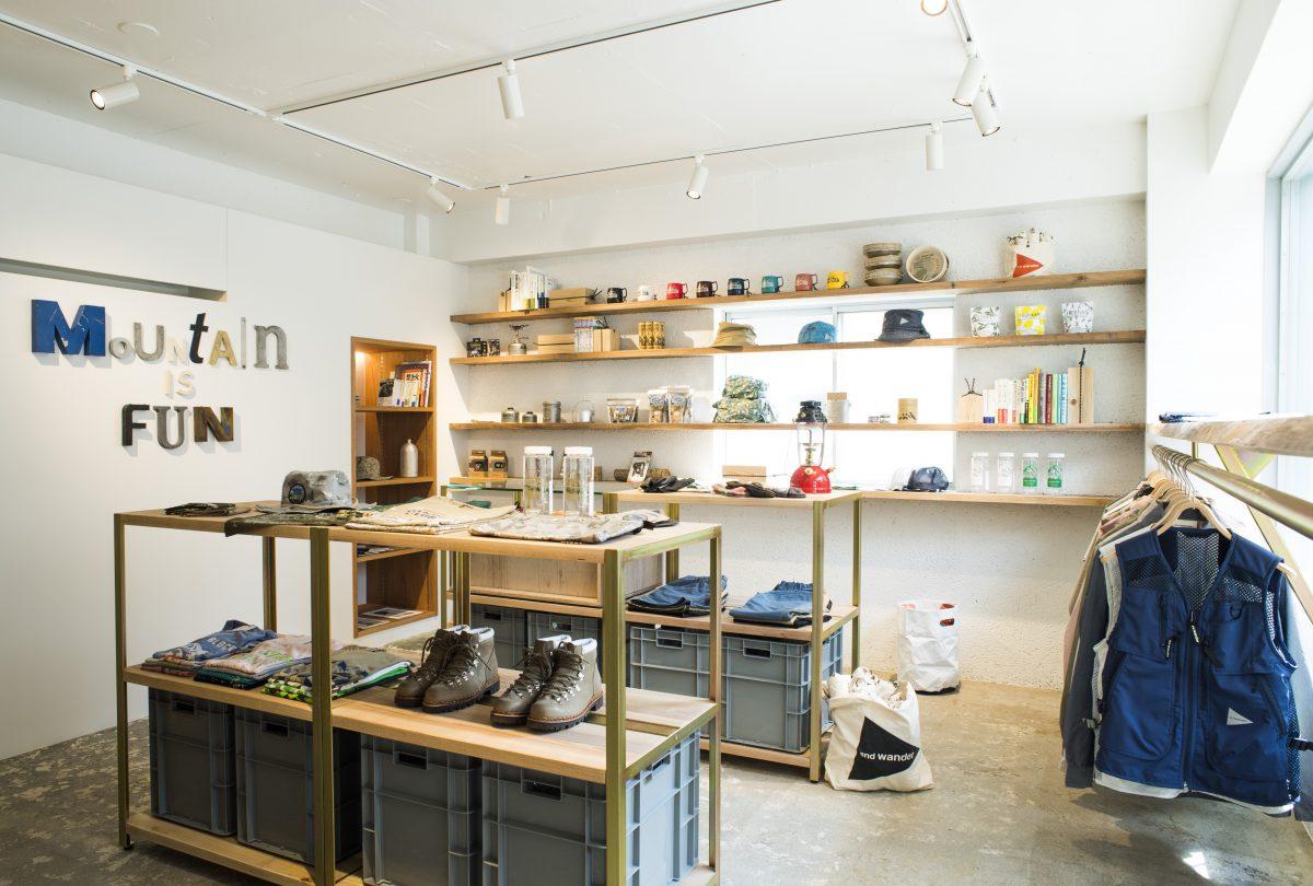 アウトドアウェアの「and wander」直営店である「MT.」がオープン