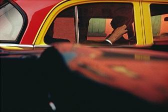 ソール・ライター ≪タクシー≫ 1957年 ソール・ライター財団蔵ⒸSaul Leiter Estate