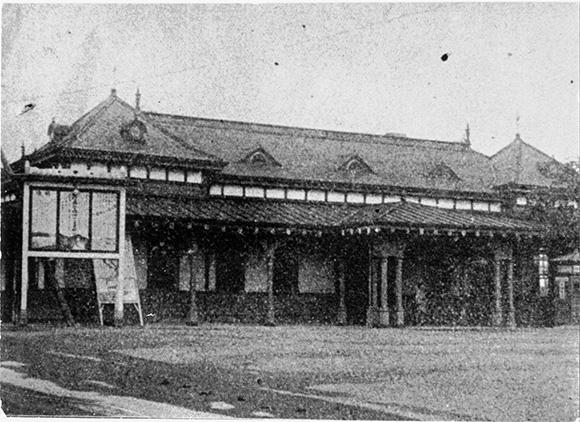 1906年 甲州口(現南口)に駅舎を建設。(新宿歴史博物館より)